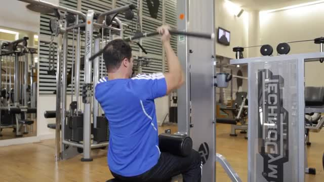 Reverse-Grip Pulldown demonstration