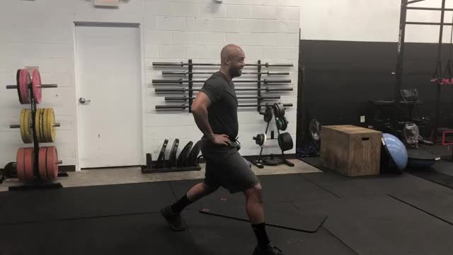 Staggered Lunge demonstration
