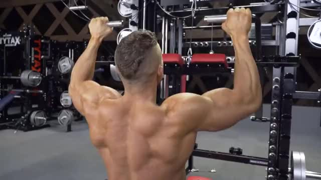 Lever Front Pulldown (plate loaded) demonstration