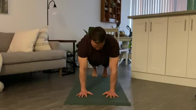Male In and Out Plyo Push Up demonstration