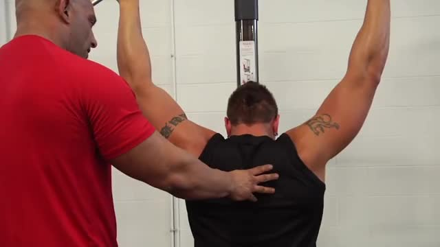 Male Cable Rear Pulldown demonstration