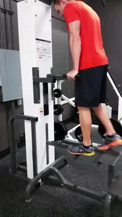 Male Machine-assisted Chest Dip Demonstration