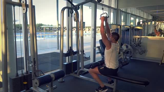 Neutral Close Grip Lat Pull Down demonstration