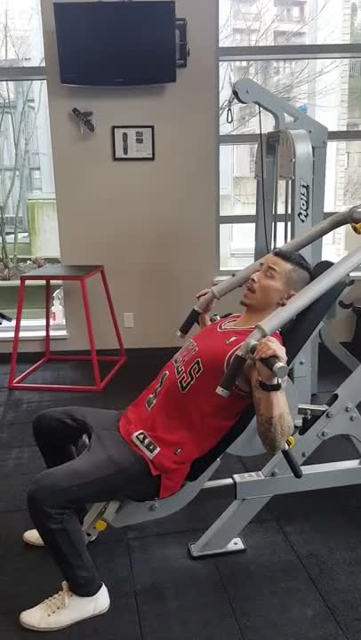 Leverage Incline Chest Press demonstration