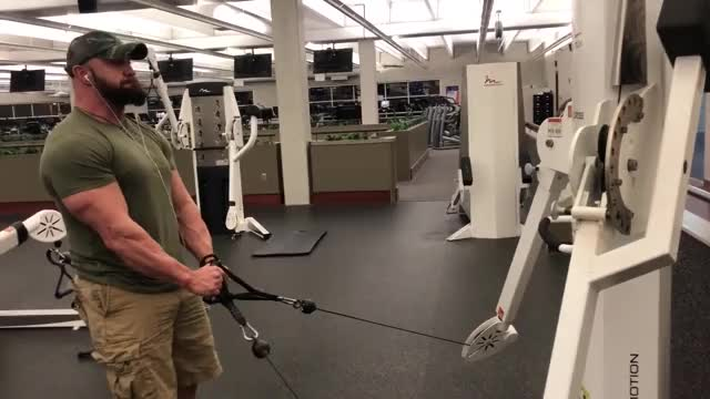 Male Cable Lateral Raise (pulleys close) demonstration