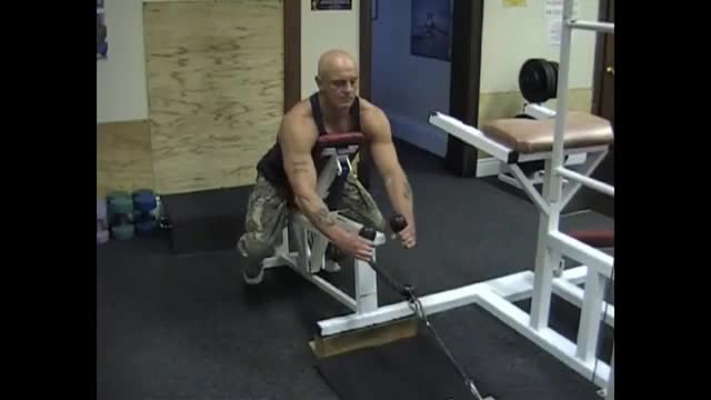 Male Incline Bench Cable Row (Rope Extension) demonstration