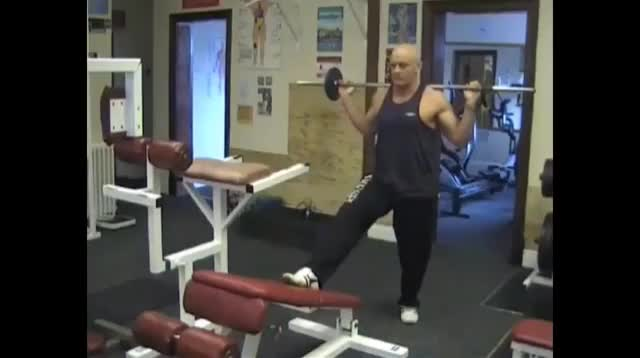 Decline Bench Barbell Lunge demonstration