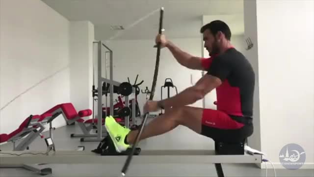 Male Row Ergometer (canoe stroke) demonstration