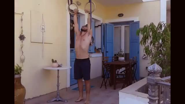 Male Suspended Muscle-up demonstration