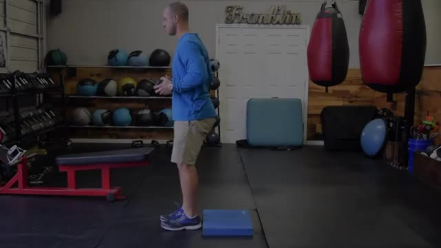 Single-Leg Skater Squat demonstration