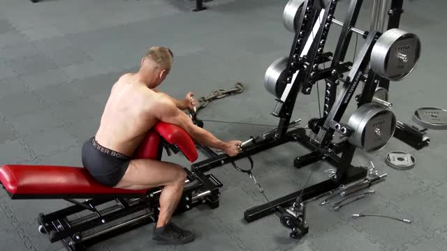 Male Cable Alternating Preacher Curl demonstration