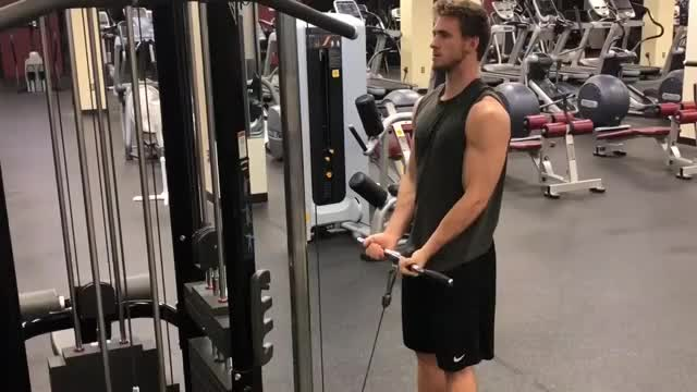 Male Close Grip Cable Curl demonstration
