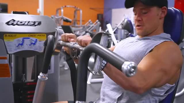 Lever Close Grip Bench Press (plate loaded) demonstration