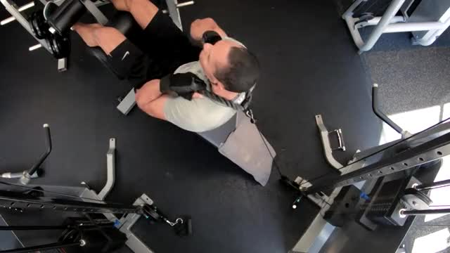 Male Decline Bench Cable Crunch demonstration