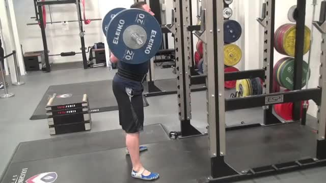 Wide Squat demonstration